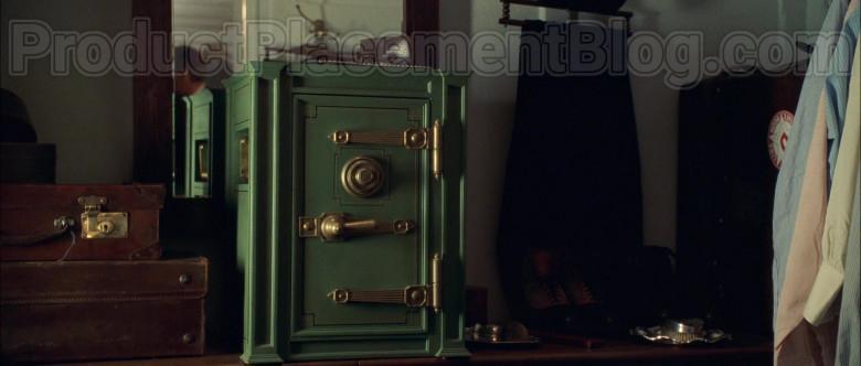 Yale Safe in Titanic Movie (4)