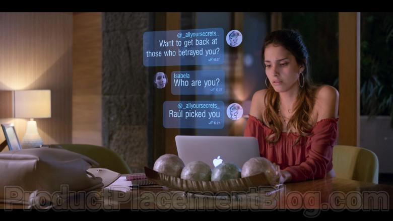 Zión Moreno as Isabela Using Apple MacBook Laptop in Control Z S01E01 TV Show by Netflix (2)