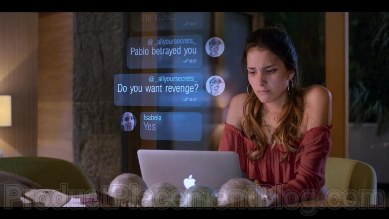 Zión Moreno as Isabela Using Apple MacBook Laptop in Control Z S01E01 TV Show by Netflix (3)
