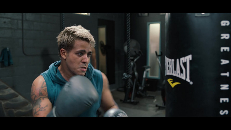 Actor Using Everlast Punching Bag in 13 Reasons Why S04E01 TV Series (3)