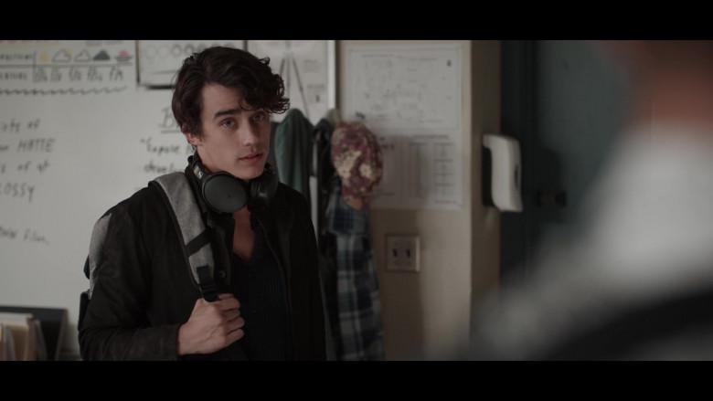 Actor Using Sennheiser Headphones in 13 Reasons Why S04E06 TV Show (1)