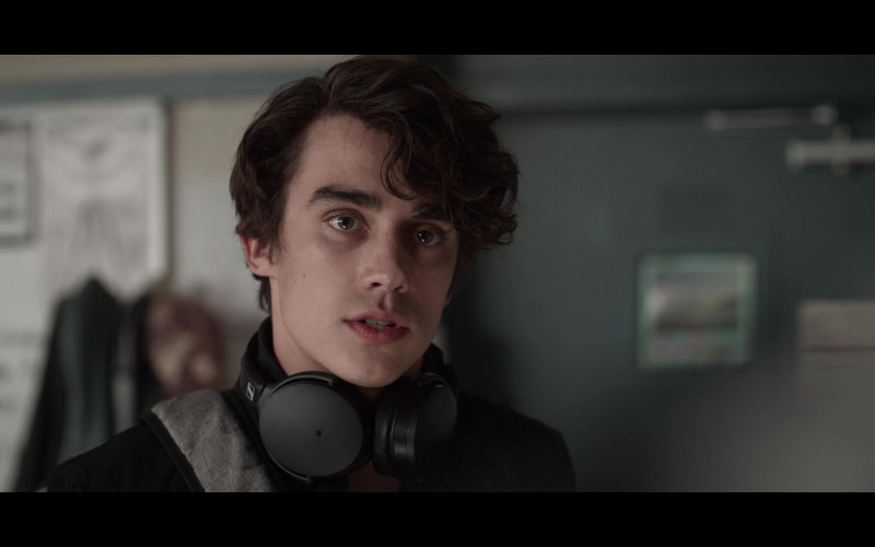 Actor Using Sennheiser Headphones in 13 Reasons Why S04E06 TV Show (2)