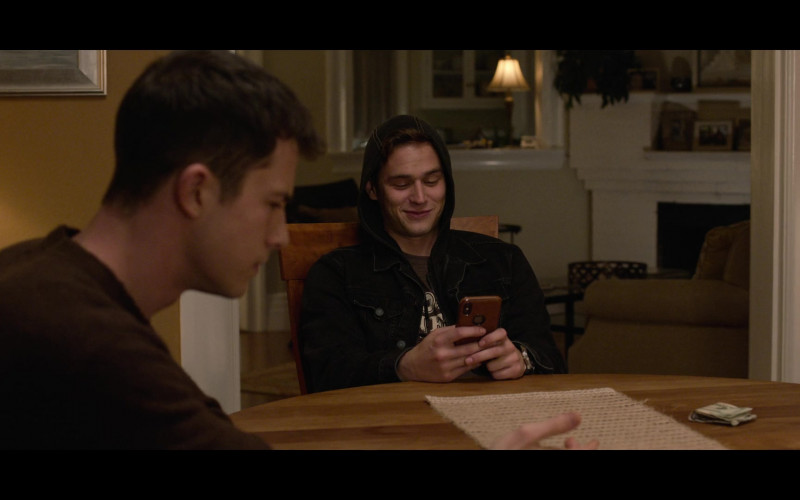 Actor Wearing Hoodie and Using Apple iPhone Smartphone in 13 Reasons Why S04E08 TV Show