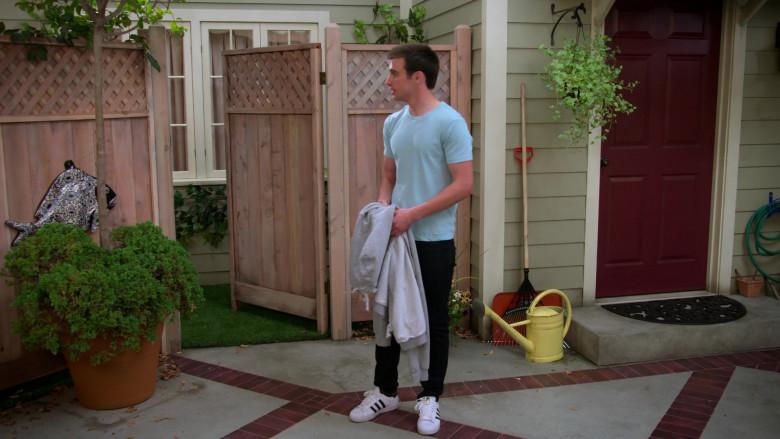 Actor Wears Adidas Men's Shoes in Alexa & Katie S04E06 The Smoke Show (2)