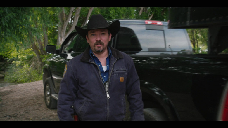 Actor Wears Carhartt Jacket Outfit in Yellowstone S03E02 (2)