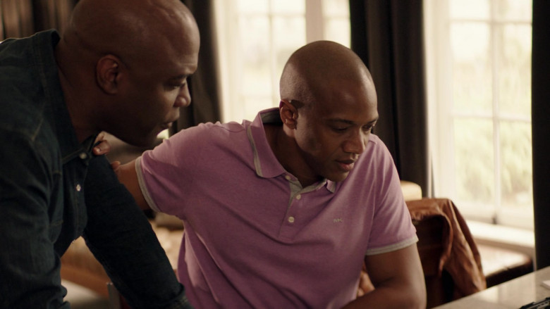 Actor Wears Michael Kors MK Logo Polo Shirt For Men in Council of Dads S01E08 TV Series (1)