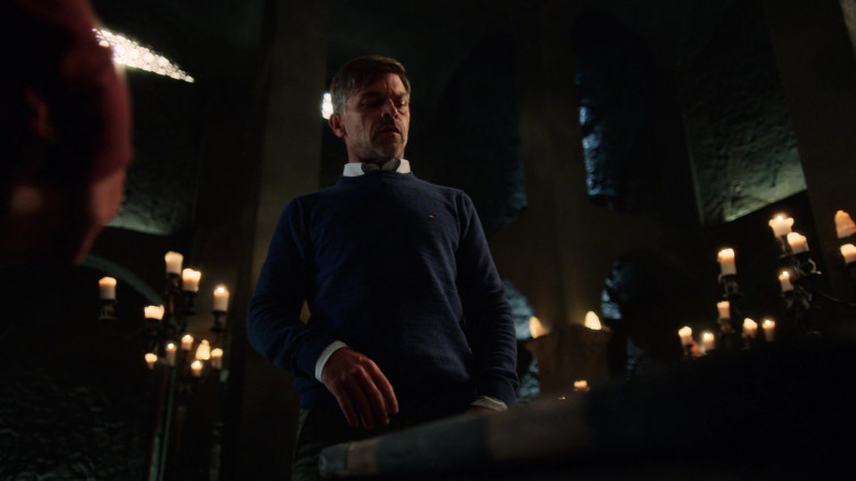 Actor Wears Tommy Hilfiger Men's Sweater in The Order S02E01 (2)