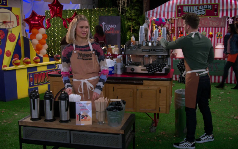Actor Wears Vans Men's Sneakers in Alexa & Katie S04E05 Speaking of Cancer (2020)