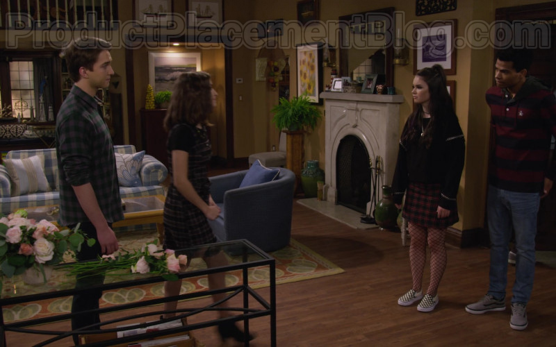 Actor and Actress Wearing Vans Sneakers in Fuller House S05E18 TV Show by Netflix
