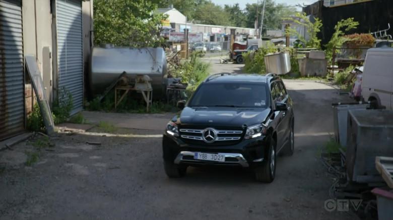 Actors Driving Mercedes-Benz GLS 450 4Matic Car in Blindspot S05E04 And My Axe! (2020)