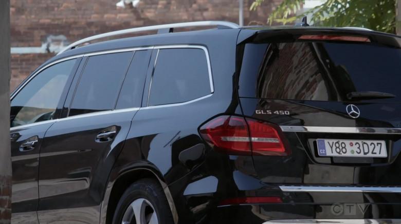 Actors Driving Mercedes-Benz GLS 450 4Matic Car in Blindspot S05E04 And My Axe! (2021)