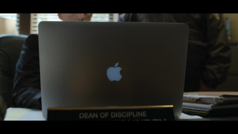 Actors Using Apple MacBook Laptops in 13 Reasons Why S04E04 Netflix TV Series (1)