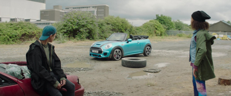 Actress Driving Mini Cooper Convertible Car in Four Kids and It 2020 Movie (1)