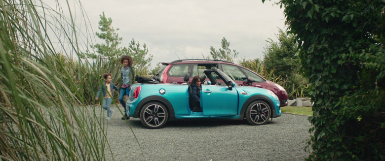Actress Driving Mini Cooper Convertible Car in Four Kids and It 2020 Movie (4)