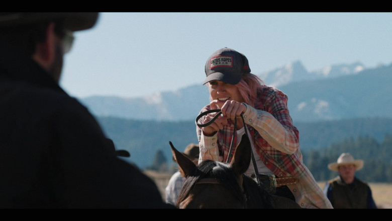 Actress Wears Cactus Ropes Cap in Yellowstone TV Series (2)