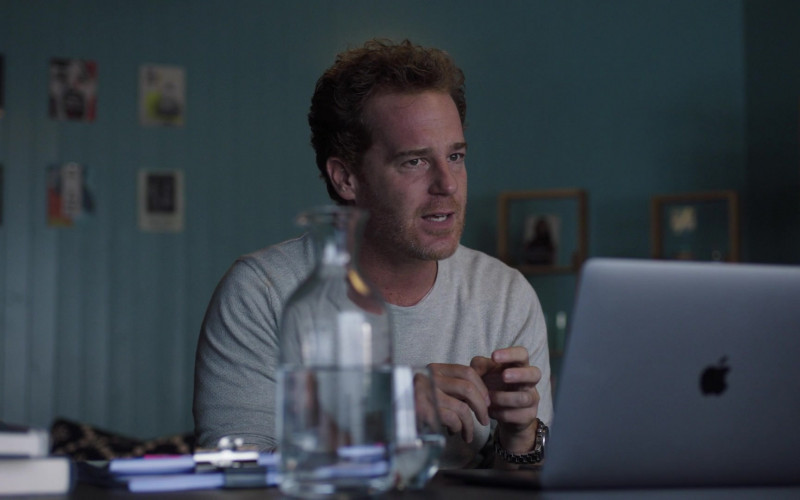 Adam James as Julian Using Apple MacBook Laptop in I May Destroy You S01E01 TV Series