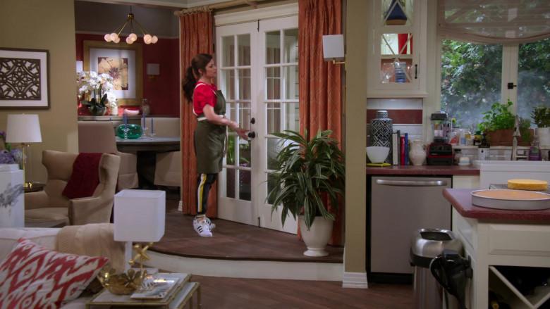 Adidas Sneakers Worn by Tiffani Thiessen as Lori in Alexa & Katie S04E06 (1)