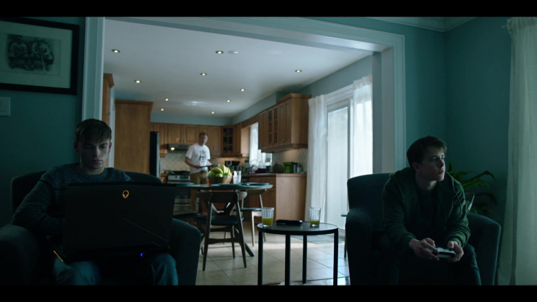 Alienware Laptop in Condor S02E03 TV Show (1)