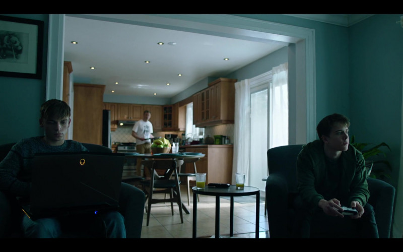 Alienware Laptop in Condor S02E03 TV Show (1)