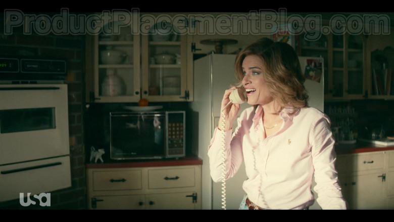 Amanda Peet as Betty Broderick Wearing Ralph Lauren Pink Shirt in Dirty John S02E01 TV Show (1)