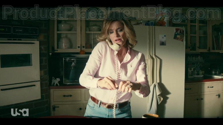 Amanda Peet as Betty Broderick Wearing Ralph Lauren Pink Shirt in Dirty John S02E01 TV Show (2)