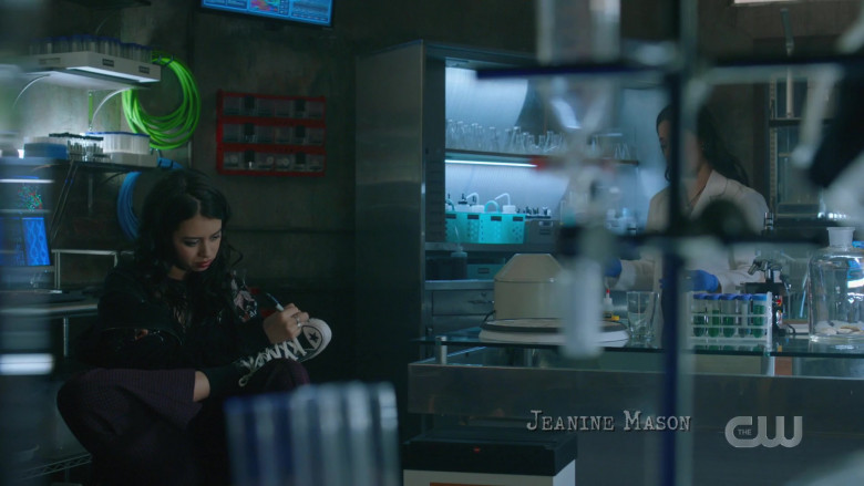 Amber Midthunder as Rosa Wears Converse Sneakers in Roswell, New Mexico Season 2 Episode 12 TV Show (2)