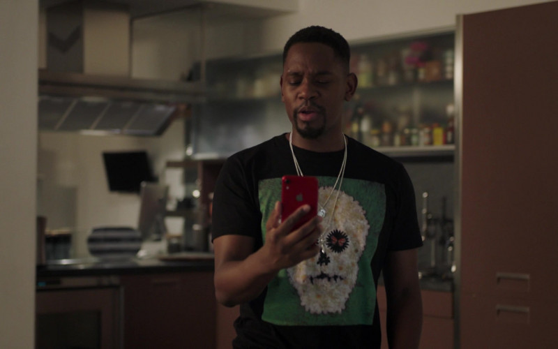 Aml Ameen as Simon Using Apple iPhone Red Smartphone in I May Destroy You S01E01 TV Show (1)
