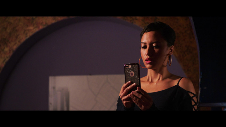 Andy Allo Using Apple iPhone Smartphone in 2 Minutes of Fame Film (2)