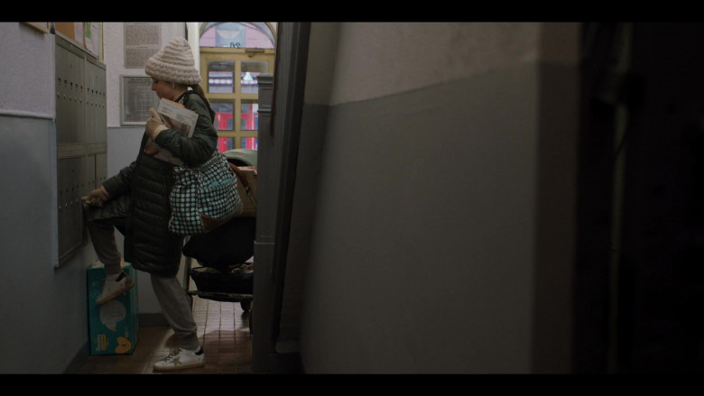 Anna Kendrick as Darby Wears Golden Goose Shoes in Love Life S01E10 TV Show (2)