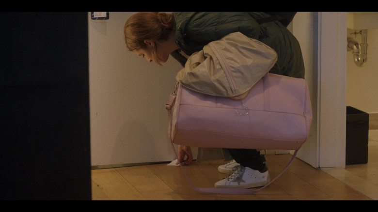Anna Kendrick as Darby Wears Golden Goose Shoes in Love Life S01E10 TV Show (3)