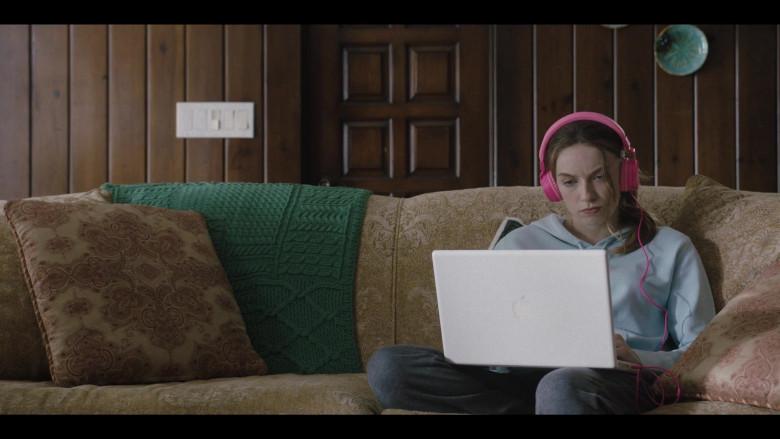 Apple MacBook Laptop in Love Life S01E05 Luke Ducharme TV Series (1)