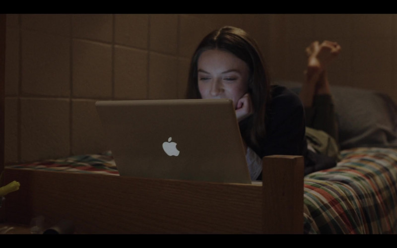 Apple MacBook Laptop in Love Life S01E05 Luke Ducharme TV Series (2)