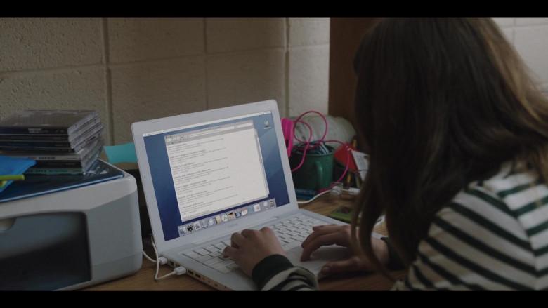 Apple MacBook Laptop in Love Life S01E05 Luke Ducharme TV Series (4)