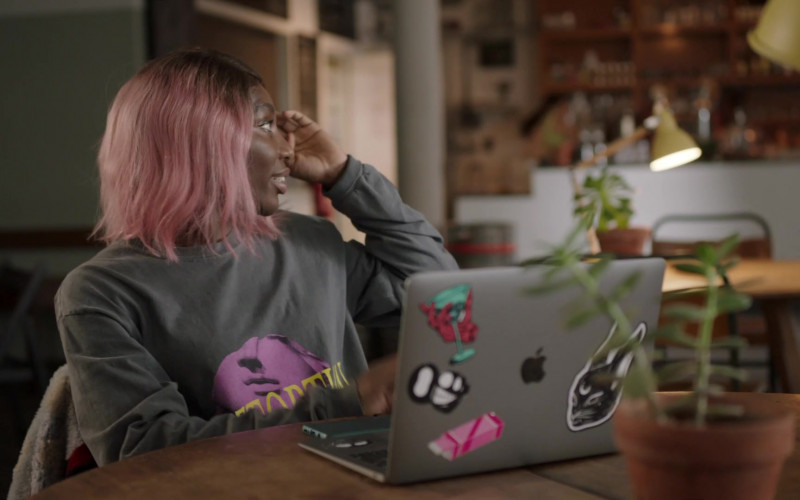 Apple MacBook Laptop of Michaela Coel in I May Destroy You S01E04 (1)
