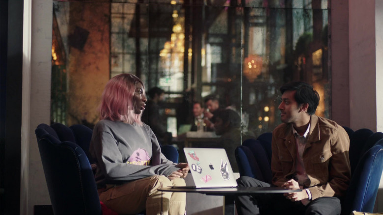 Apple MacBook Laptop of Michaela Coel in I May Destroy You S01E04 (2)