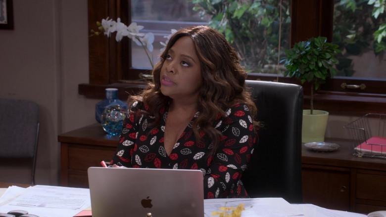 Apple MacBook Laptop of Sherri Shepherd as Paula Madison in Mr. Iglesias S02E05 Netflix TV Series (2)