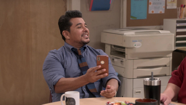 Apple iPhone Smartphone Used by Jacob Vargas as Tony Ochoa in Mr. Iglesias S02E03 (1)