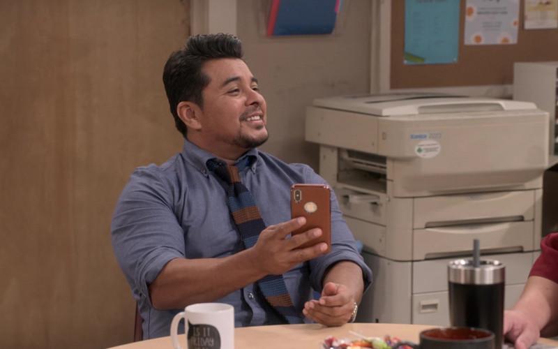 Apple iPhone Smartphone Used by Jacob Vargas as Tony Ochoa in Mr. Iglesias S02E03 (1)