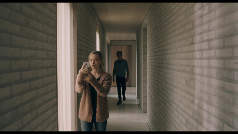 Apple iPhone Smartphone of Amanda Seyfried as Susanna in You Should Have Left Movie (2)