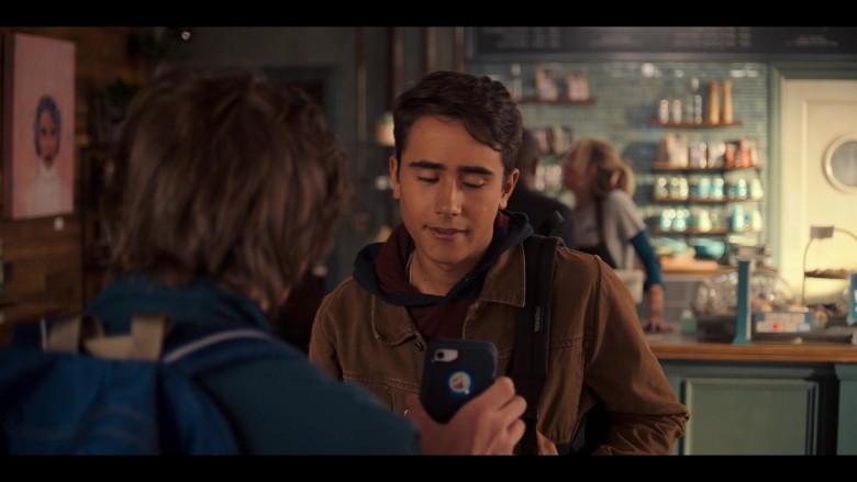 Apple iPhone Smartphone of Anthony Turpel as Felix in Love, Victor S01E02