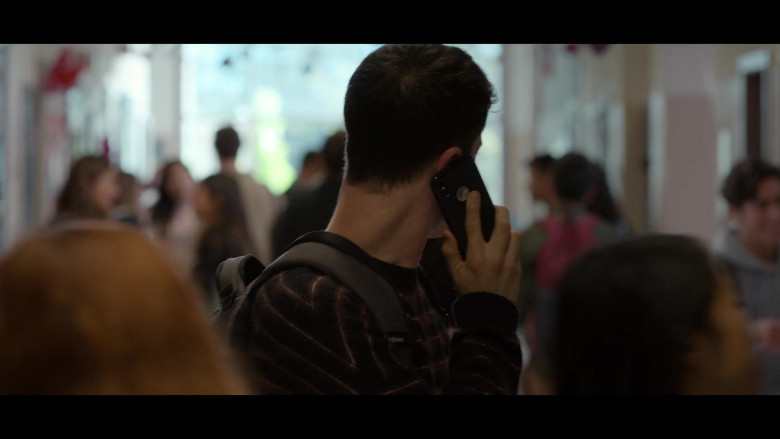 Apple iPhone Smartphone of Dylan Minnette as Clay Jensen in 13 Reasons Why S04E03 Valentine's Day (2020)