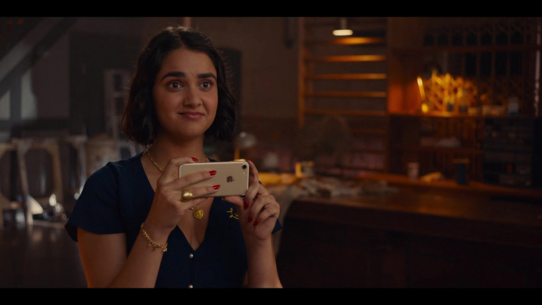 Apple iPhone Smartphone of Geraldine Viswanathan in The Broken Hearts Gallery Movie