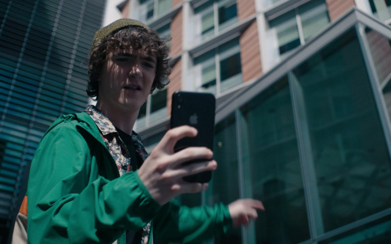 Apple iPhone Used by Brenock O'Connor as Tom in Alex Rider S01E06 (1)