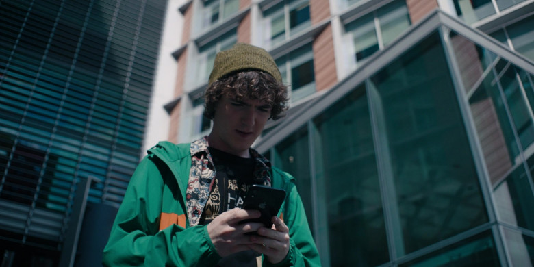 Apple iPhone Used by Brenock O'Connor as Tom in Alex Rider S01E06 (2)
