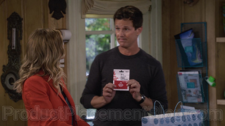 Arby's Gift Card held by John Stamos as Jesse Katsopolis in Fuller House S05E10 (1)