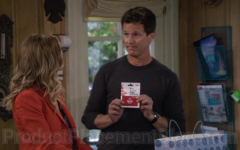 Arby's Gift Card held by John Stamos as Jesse Katsopolis in Fuller House S05E10 (1)