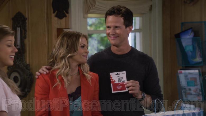 Arby's Gift Card held by John Stamos as Jesse Katsopolis in Fuller House S05E10 (2)