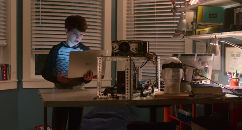 Asus Notebook Used by Gabriel Bateman in Think Like a Dog Movie (3)
