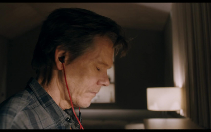 Beats Earphones Used by Kevin Bacon as Theo Conroy in You Should Have Left (2020) Movie
