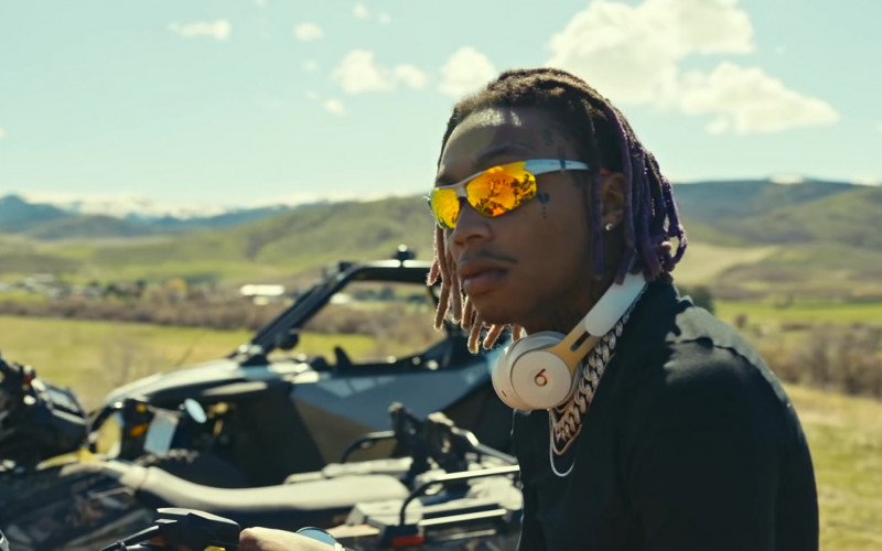 Beats Headphones of Tyla Yaweh in Tommy Lee Music Video (2)